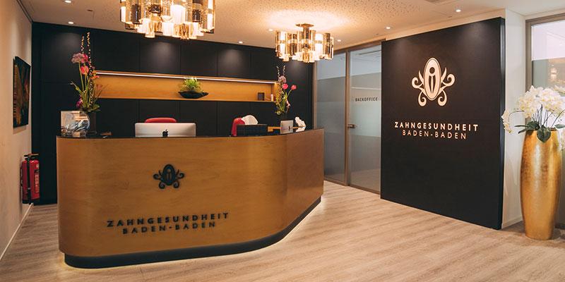 Der Eingangsbereich der Zahnarztpraxis Baden-Baden im Medical Center.