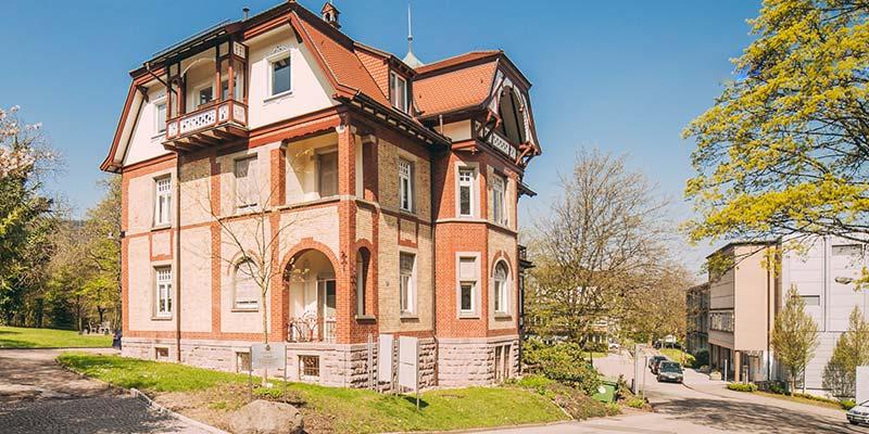 In der Villa Seldeneck in Baden-Baden befindet sich die Zahnarztpraxis ZBB.