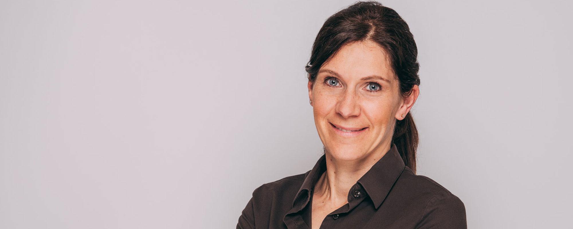 Zahnärztin Dr. Susann Kamm ist Expertin für Oralchirurgie und Ästhetische Zahnheilkunde in Baden-Baden.