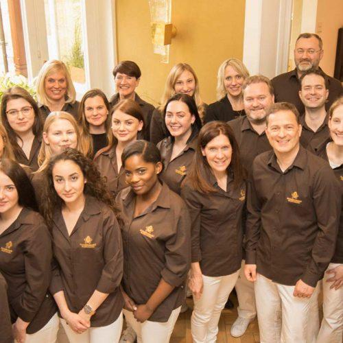 Das Team der Zahnarztpraxis ZBB in Baden-Baden.