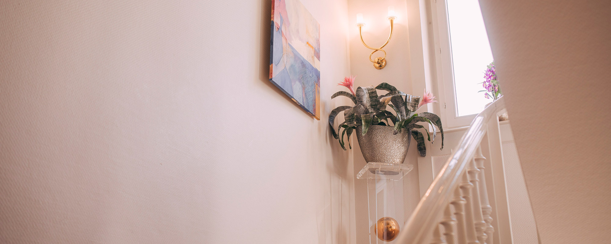 Treppenhaus der Privatpraxis Villa Seldeneck der Zahngesundheit Baden-Baden.